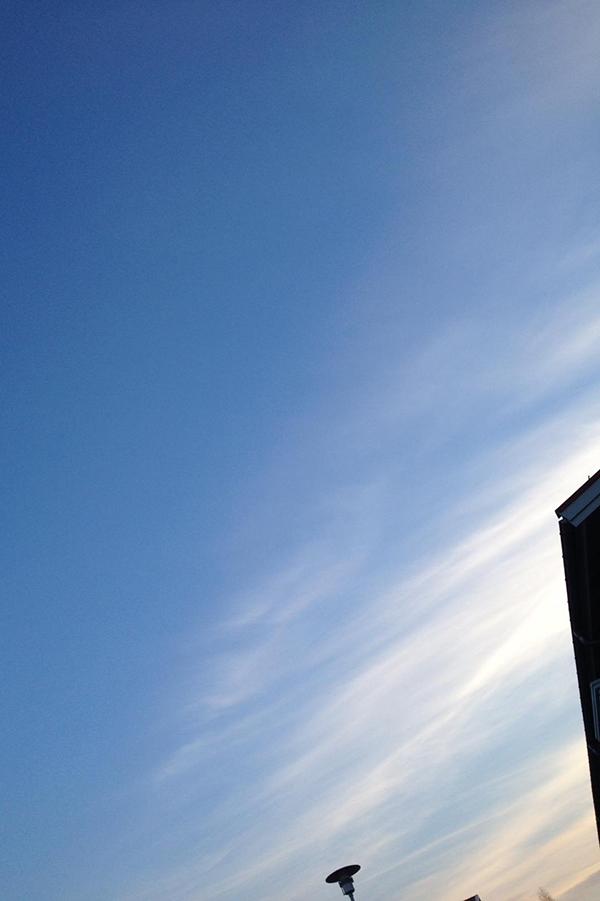 Foto på en blå himmel.