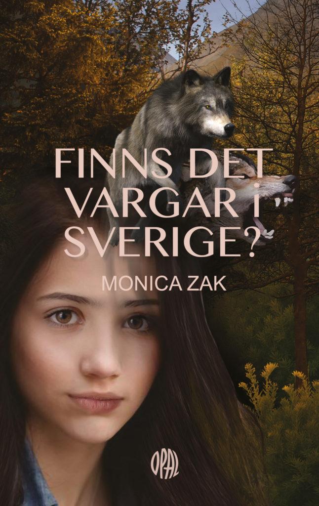 En flicka står i skogen. Bakom henne sitter en varg.