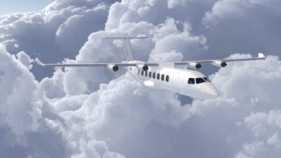 Ett elflygplan med fyra motorer som flyger uppe bland molnen