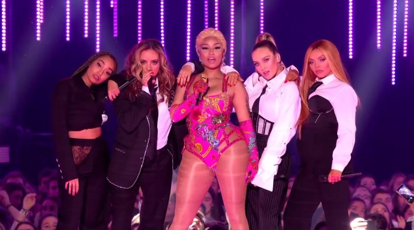 Nicki Minaj tillsammans med andra personer under VMA