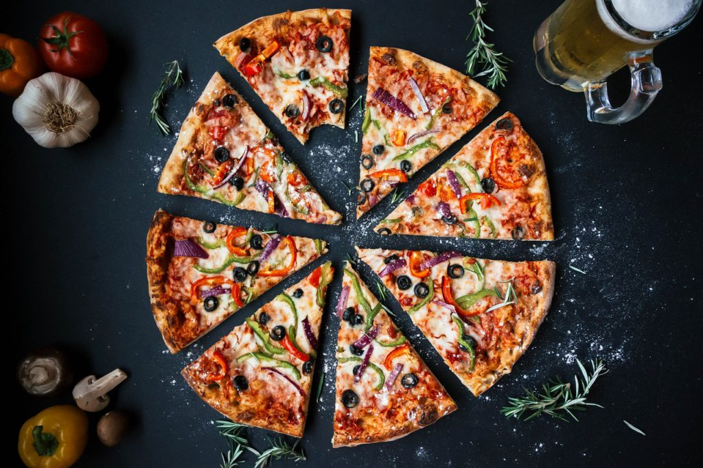 En uppdelad pizza