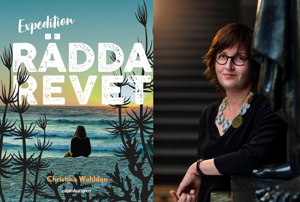 Christina Wahldén står bredvid boken rädda revet