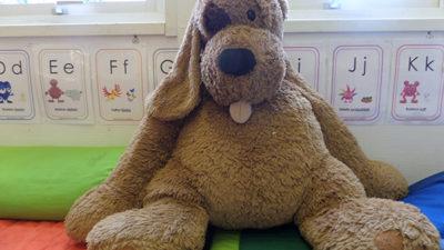 Foto på en stor gosehund som finns på förskolan i Karlskrona.