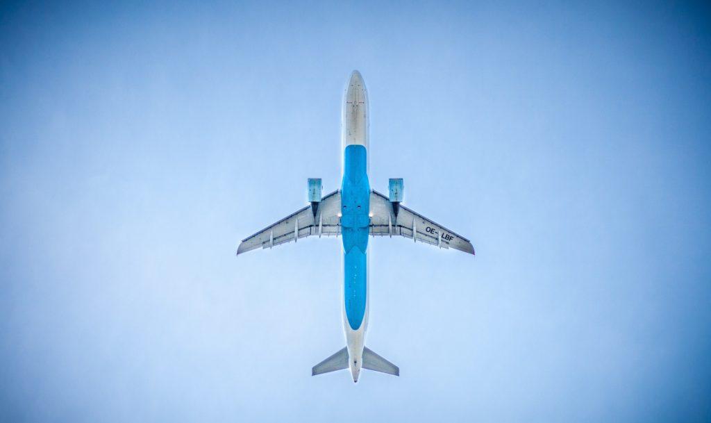 Ett flygplan i luften.