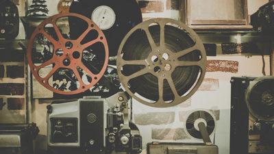Ett foto på en gammal filmprojektor.