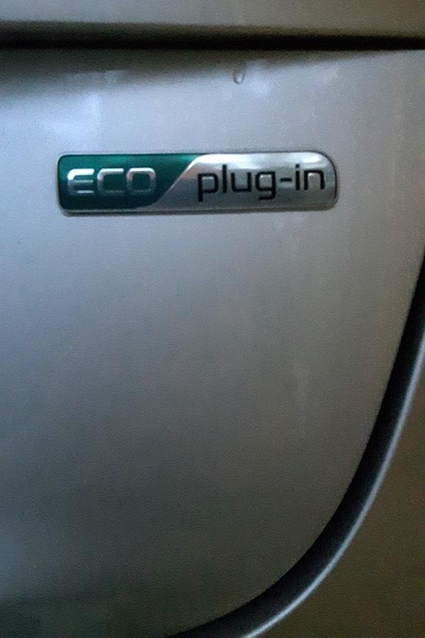 Foto på ett eluttag på en elbil.