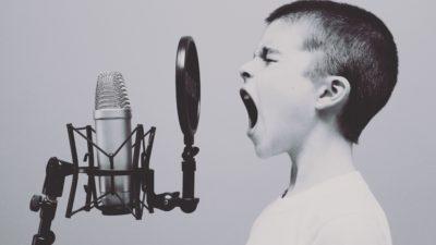 Pojke som sjunger