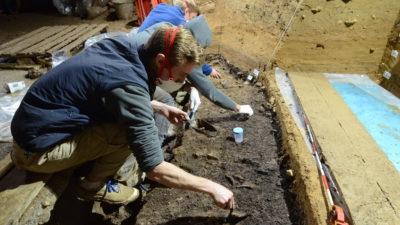 Utgrävningar i en grotta i Bulgarien