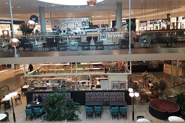 Foto från ett shoppingcenter.