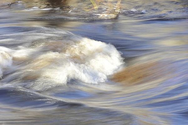 Strömmar i en flod.