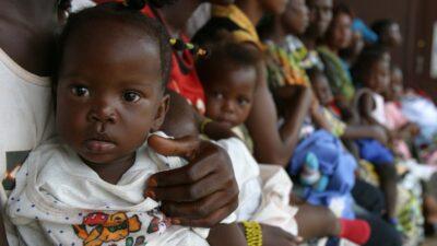 Barn som blir vaccinerade mot Polio