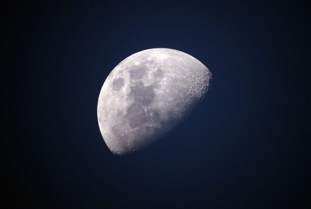 Det finns vatten på månen
