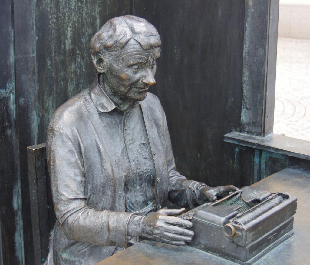 En staty av Astrid Lindgren
