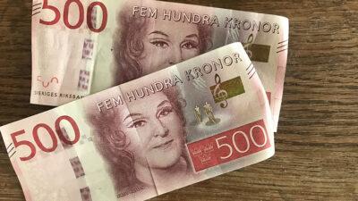 Närbild på två 500-kronorssedlar.