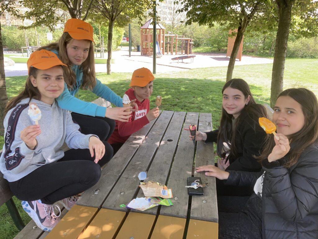Redaktionen på Nydalaskolan testar nya glassar
