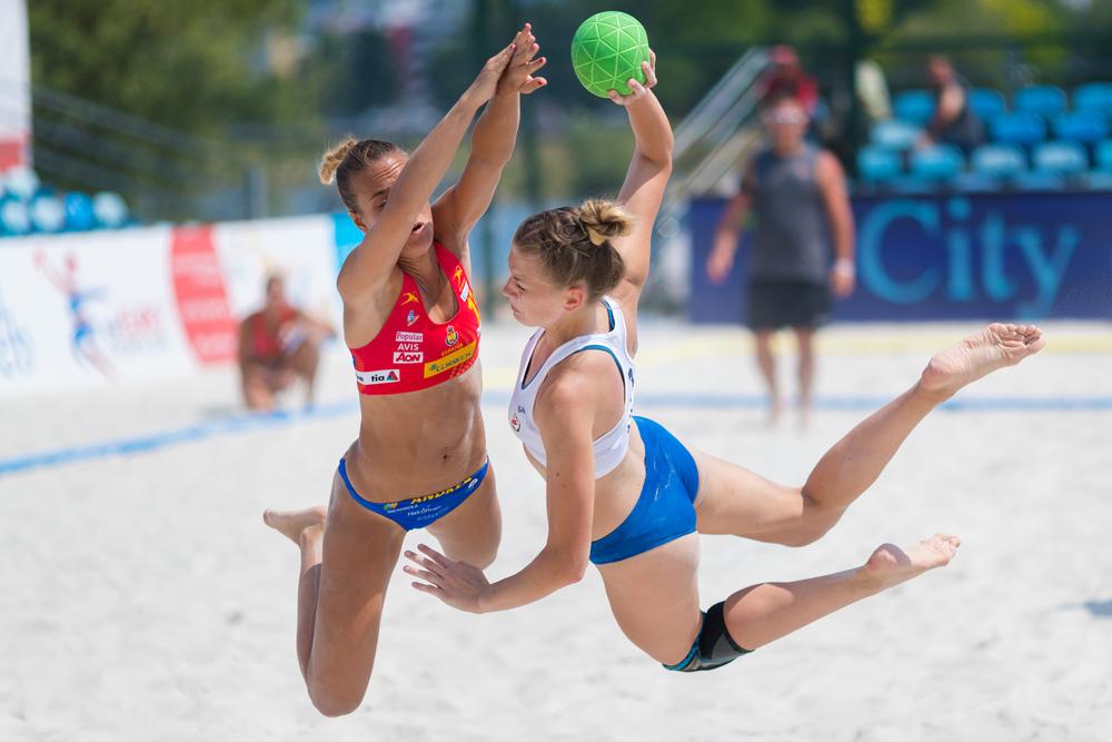 Norska beachhandbollspelare vill hellre spela i shorts.