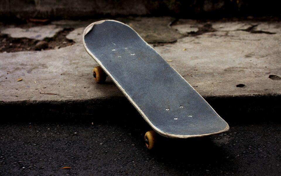 Roboten LEO kan åka skateboard.